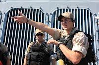 Американские и украинские военные «освободили» город от террористов и судно от наркодельцов